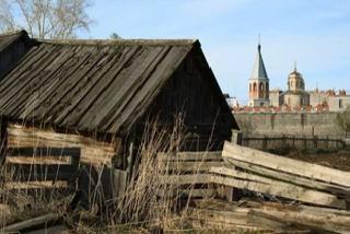 Фото Олега Нехаева. Монастырь здесь смотрится, как кремль.